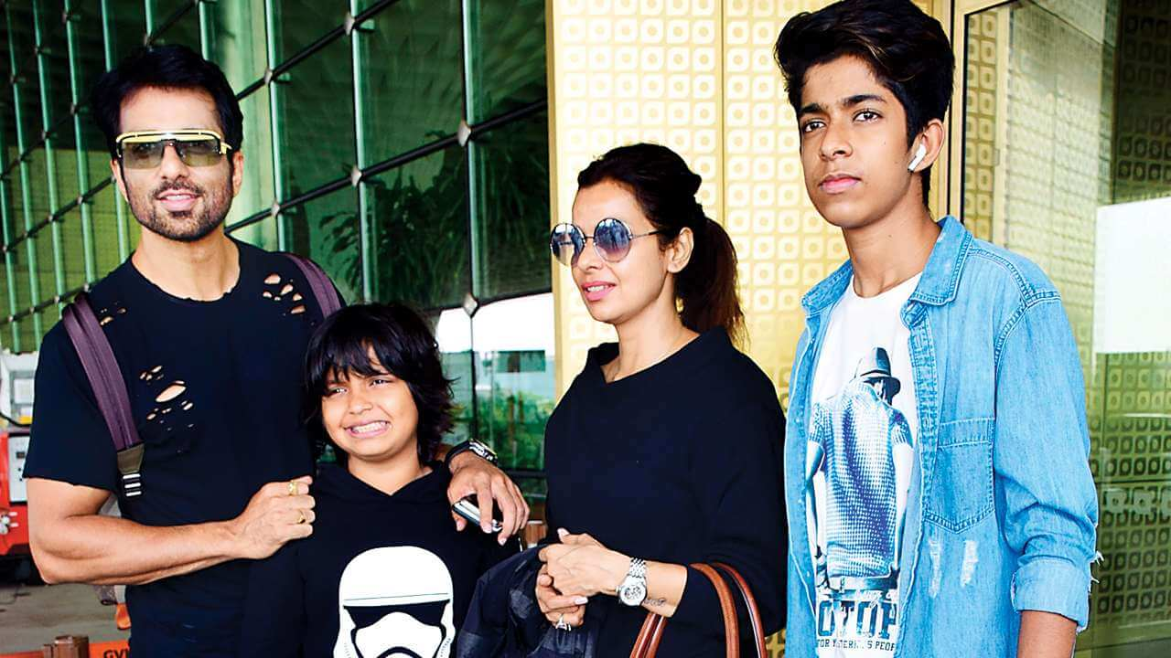 689360 sonu sood with his family689360 sonu sood with his family689360 sonu sood with his family689360 sonu sood with his family689360 sonu sood with his familys
